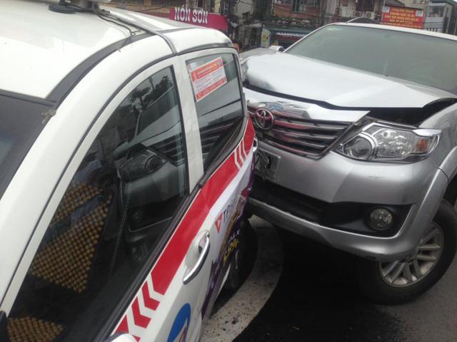 Hà Nội: Xe điên Toyota Fortuner gây tai nạn liên hoàn khiến 3 người bị thương - Ảnh 5.