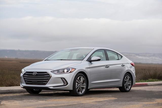 Hyundai Elantra 2018 ra mắt với trang bị tốt hơn - Ảnh 1.