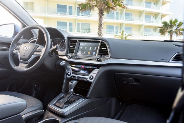 Hyundai Elantra 2018 ra mắt với trang bị tốt hơn - Ảnh 3.