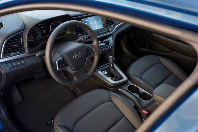 Hyundai Elantra 2018 ra mắt với trang bị tốt hơn - Ảnh 4.