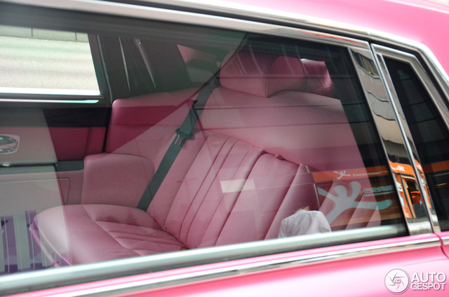 Cô vợ xinh đẹp của tỷ phú Hồng Kông gây sốt khi đăng ảnh ngồi sau vô lăng Pagani Huayra - Ảnh 15.