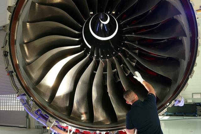 Khám phá nhà máy sản xuất một trong những động cơ máy bay chạy êm nhất của Rolls-Royce - Ảnh 4.