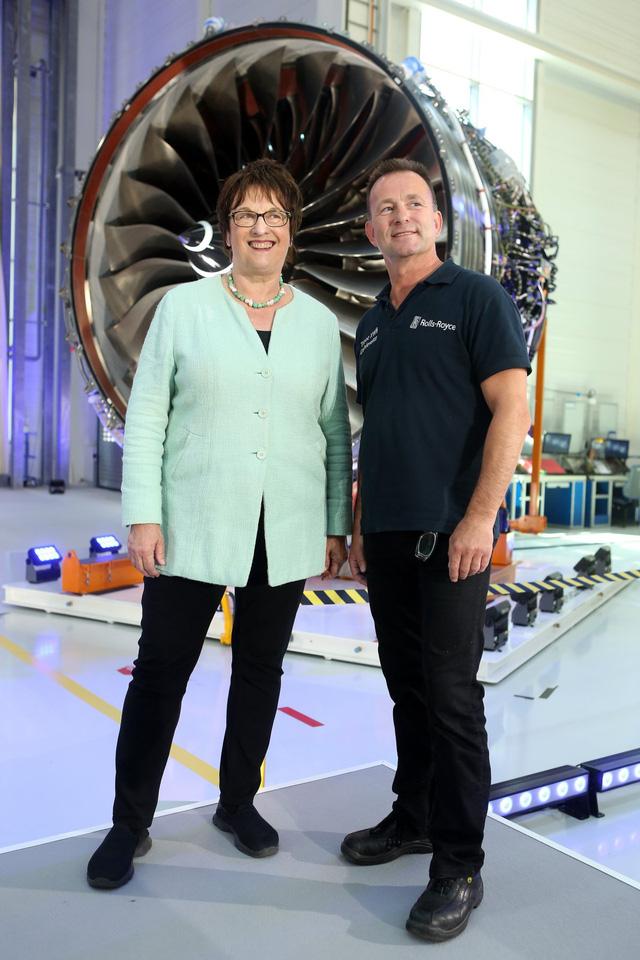 Khám phá nhà máy sản xuất một trong những động cơ máy bay chạy êm nhất của Rolls-Royce - Ảnh 9.