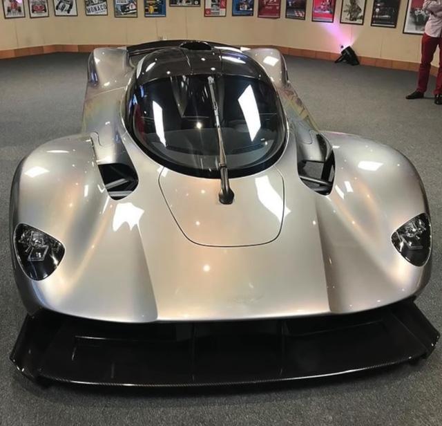 Rò rỉ hình ảnh nội thất của siêu phẩm nhà giàu Aston Martin Valkyrie - Ảnh 2.