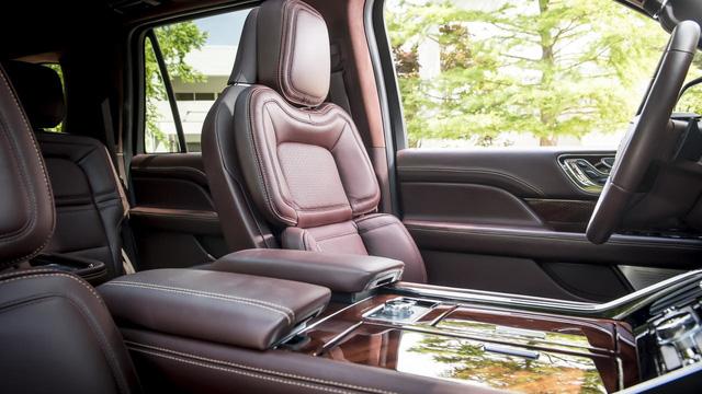 Chuyên cơ mặt đất Lincoln Navigator 2018 thêm đồ sộ với phiên bản kéo dài - Ảnh 11.