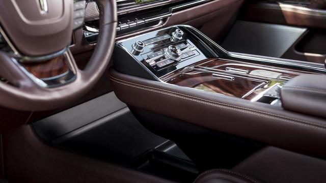 Chuyên cơ mặt đất Lincoln Navigator 2018 thêm đồ sộ với phiên bản kéo dài - Ảnh 12.
