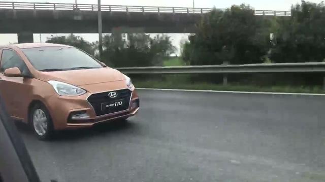 Video bắt gặp Hyundai Grand i10 Sedan 2017 trên đại lộ Thăng Long - Ảnh 2.