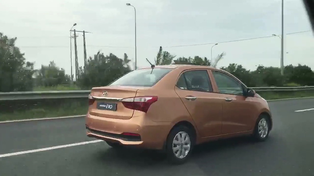Video bắt gặp Hyundai Grand i10 Sedan 2017 trên đại lộ Thăng Long - Ảnh 4.