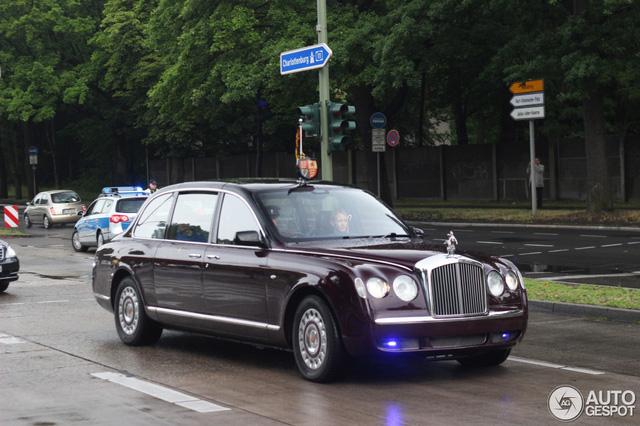 Khám phá bộ sưu tập xe trị giá khoảng 290 tỷ Đồng của Nữ hoàng Anh - Ảnh 1.