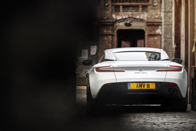 Aston Martin DB11 có thêm phiên bản V8 với giá mềm hơn - Ảnh 4.