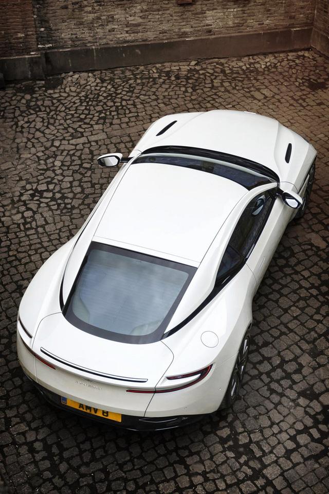 Aston Martin DB11 có thêm phiên bản V8 với giá mềm hơn - Ảnh 5.