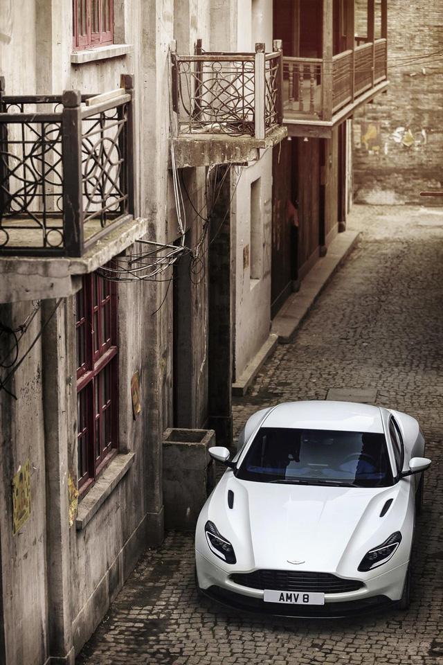 Aston Martin DB11 có thêm phiên bản V8 với giá mềm hơn - Ảnh 8.