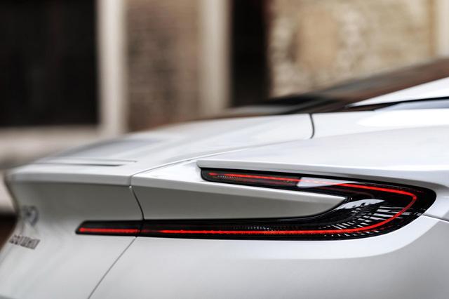 Aston Martin DB11 có thêm phiên bản V8 với giá mềm hơn - Ảnh 11.