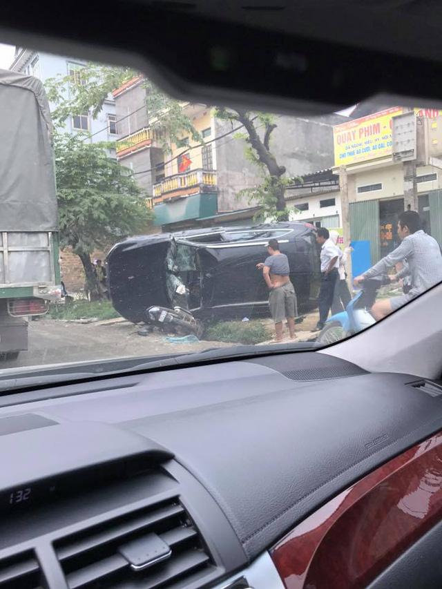 SUV sang Audi Q5 của nữ tài xế bị lật trong vụ tai nạn tại Hà Nội - Ảnh 1.