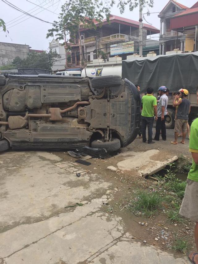 SUV sang Audi Q5 của nữ tài xế bị lật trong vụ tai nạn tại Hà Nội - Ảnh 3.