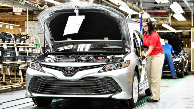 Toyota Camry 2018 bắt đầu lên dây chuyền sản xuất - Ảnh 1.
