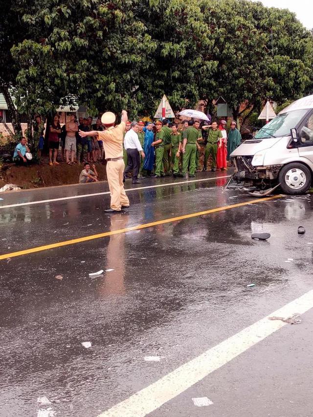 Video ghi lại khoảnh khắc 2 xe khách va chạm kinh hoàng tại Kon Tum khiến 4 người tử vong - Ảnh 4.