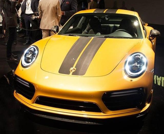 Ngắm xe thể thao số lượng ít Porsche 911 Turbo S Exclusive Series ngoài đời thực - Ảnh 2.