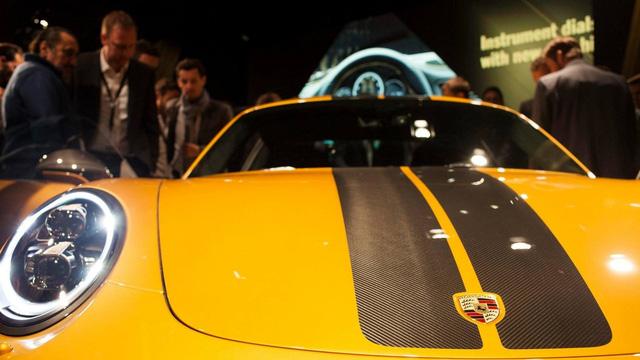 Ngắm xe thể thao số lượng ít Porsche 911 Turbo S Exclusive Series ngoài đời thực - Ảnh 3.