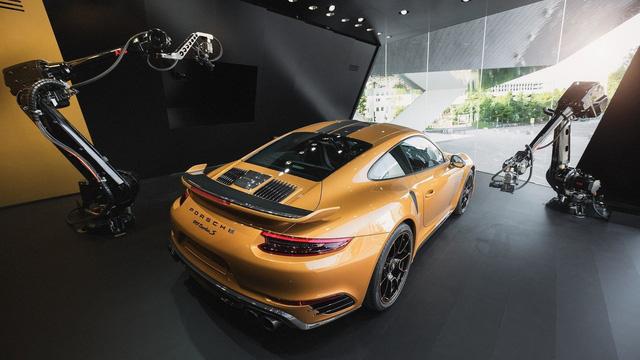 Ngắm xe thể thao số lượng ít Porsche 911 Turbo S Exclusive Series ngoài đời thực - Ảnh 10.