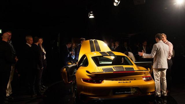 Ngắm xe thể thao số lượng ít Porsche 911 Turbo S Exclusive Series ngoài đời thực - Ảnh 11.
