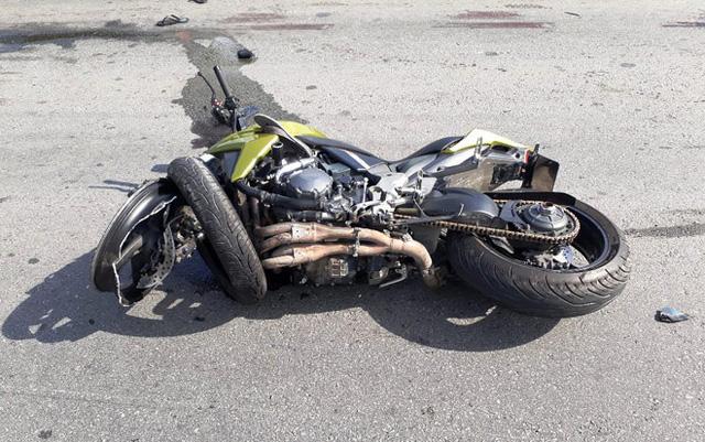 Video xe máy kẹp ba chạy ngược chiều, va chạm với Honda CB1000R tại Bình Dương - Ảnh 4.