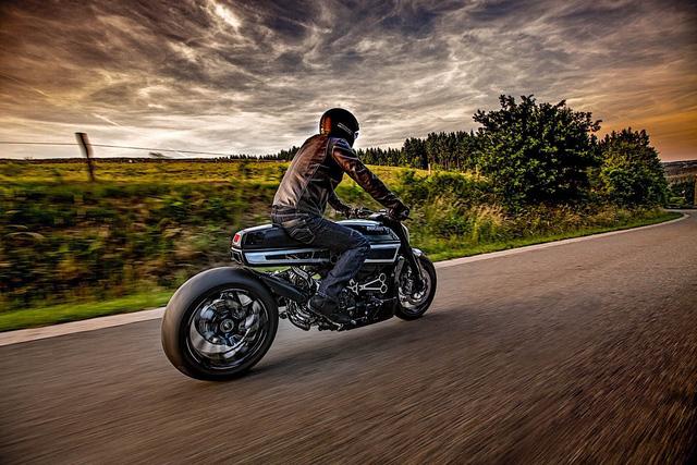 Ducati XDiavel được biến hóa theo phong cách Café Racer cực chất - Ảnh 2.