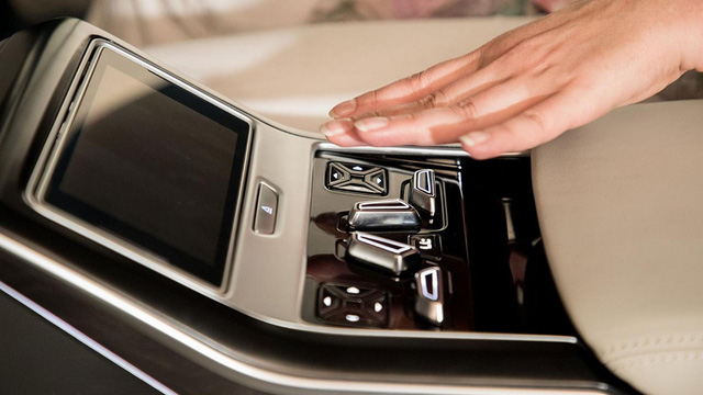Sedan hạng sang cỡ lớn Audi A8 2018 tiếp tục hiện nguyên hình - Ảnh 6.