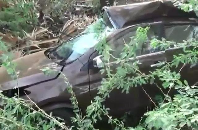 Sedan giá rẻ Suzuki Ciaz đứt đôi trong tai nạn ở tốc độ 170 km/h khiến 3 người thương vong - Ảnh 2.