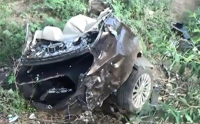 Sedan giá rẻ Suzuki Ciaz đứt đôi trong tai nạn ở tốc độ 170 km/h khiến 3 người thương vong - Ảnh 3.