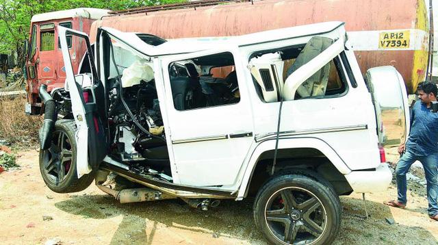 Mercedes-Benz G63 AMG lao thẳng vào trụ cầu vượt ở tốc độ cao khiến 2 thanh niên tử vong - Ảnh 8.