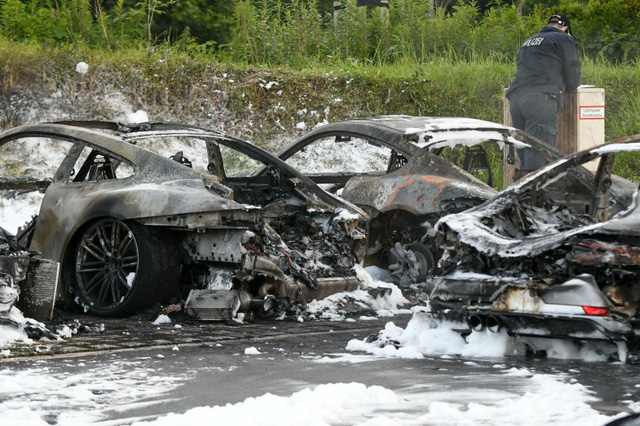 12 chiếc xe sang Porsche của một đại lý bị phóng hỏa đốt cháy - Ảnh 6.