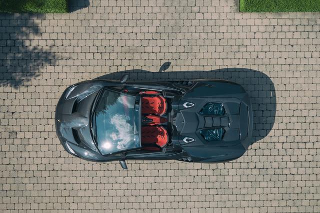 Siêu phẩm triệu đô Lamborghini Centenario Roadster đầu tiên đặt chân đến Canada - Ảnh 4.