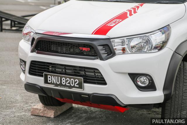 Xe bán tải Toyota Hilux thêm ấn tượng với gói phụ kiện TRD chính hãng - Ảnh 2.
