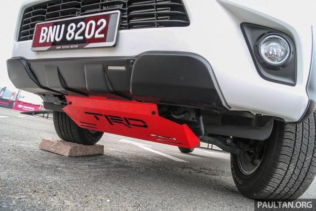 Xe bán tải Toyota Hilux thêm ấn tượng với gói phụ kiện TRD chính hãng - Ảnh 3.