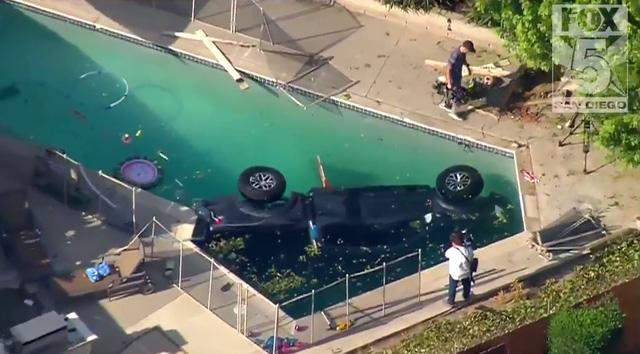 Xe bán tải cỡ lớn Ford F-150 Raptor 2017 chết đuối trong bể bơi - Ảnh 3.