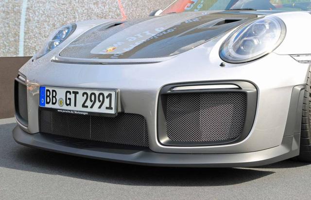 Porsche 911 phiên bản nhanh và mạnh nhất có giá lên đến 19,1 tỷ Đồng tại Việt Nam - Ảnh 3.