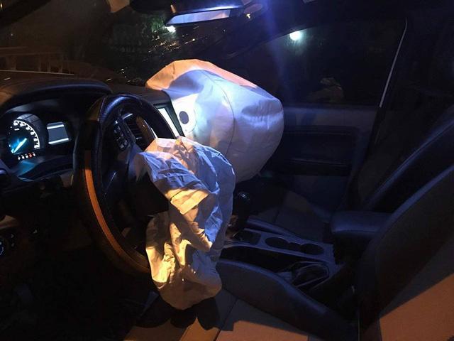 Đi vào làn ô tô trên cầu Chương Dương, xe máy kẹp ba va chạm với Lexus và Hyundai - Ảnh 8.