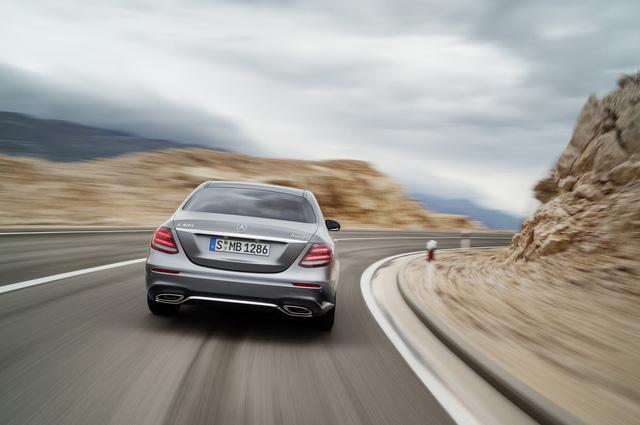 Xe sang Mercedes-Benz E-Class được nâng cấp nhẹ - Ảnh 2.