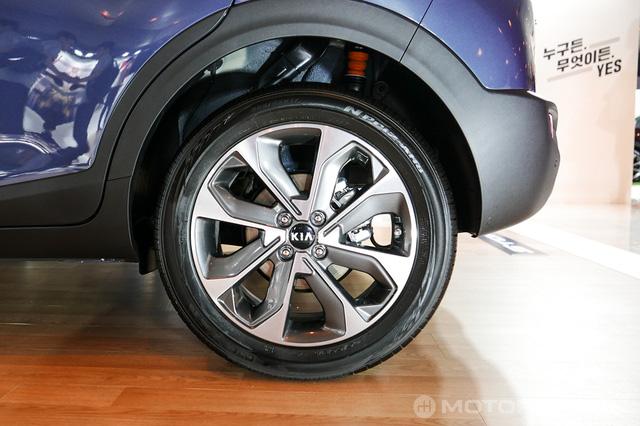 Crossover cỡ nhỏ Kia Stonic phiên bản nội địa Hàn Quốc ra mắt với giá mềm - Ảnh 10.