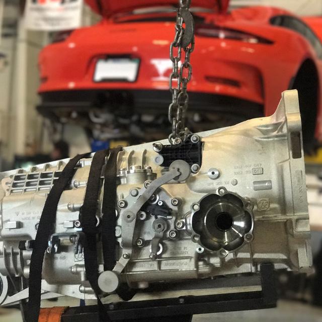 Fan cuồng Porsche bỏ ra 1 tỷ Đồng để thay hộp số sàn cho 911 GT3 RS - Ảnh 4.