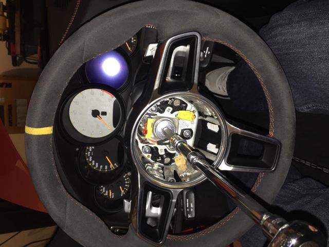 Fan cuồng Porsche bỏ ra 1 tỷ Đồng để thay hộp số sàn cho 911 GT3 RS - Ảnh 5.
