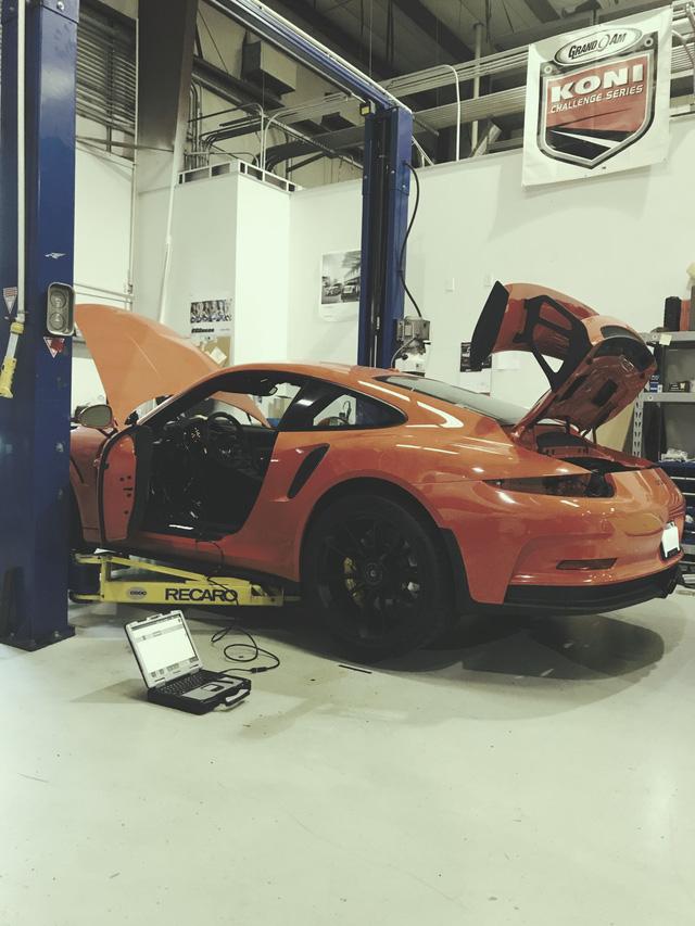Fan cuồng Porsche bỏ ra 1 tỷ Đồng để thay hộp số sàn cho 911 GT3 RS - Ảnh 2.