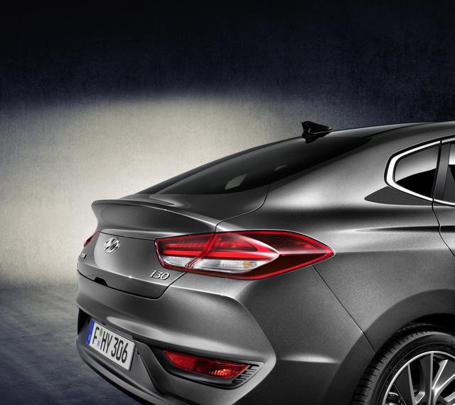 Hyundai i30 Fastback 2018 - Xe coupe 5 cửa cỡ nhỏ hoàn toàn mới - Ảnh 12.