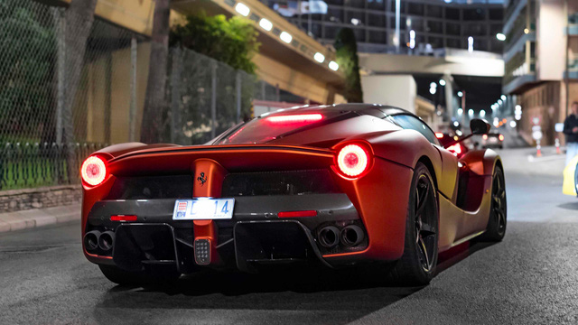 Ferrari LaFerrari màu đồng nhám thửa riêng gây náo loạn tại thiên đường siêu xe - Ảnh 5.