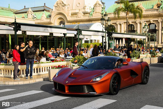 Ferrari LaFerrari màu đồng nhám thửa riêng gây náo loạn tại thiên đường siêu xe - Ảnh 7.