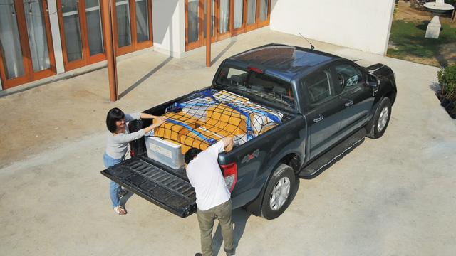 Cách để đồ an toàn trên thùng xe bán tải - Ảnh 2.