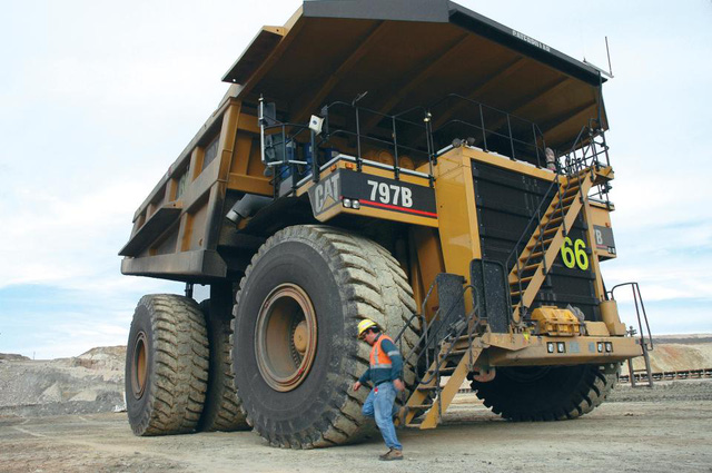 10 xe khai mỏ lớn nhất thế giới: Dài hơn cả bể bơi, to như một ngôi nhà và mạnh đến 11.000 mã lực - Ảnh 8.