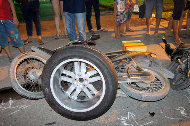 Video khoảnh khắc Hyundai Santa Fe gây tai nạn liên hoàn cho 12 xe tại Sài Gòn - Ảnh 4.