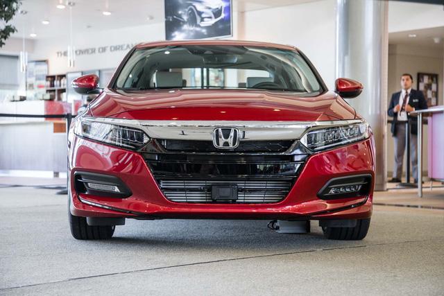 Ngắm vẻ đẹp của Honda Accord 2018 qua những hình ảnh bằng xương, bằng thịt - Ảnh 3.